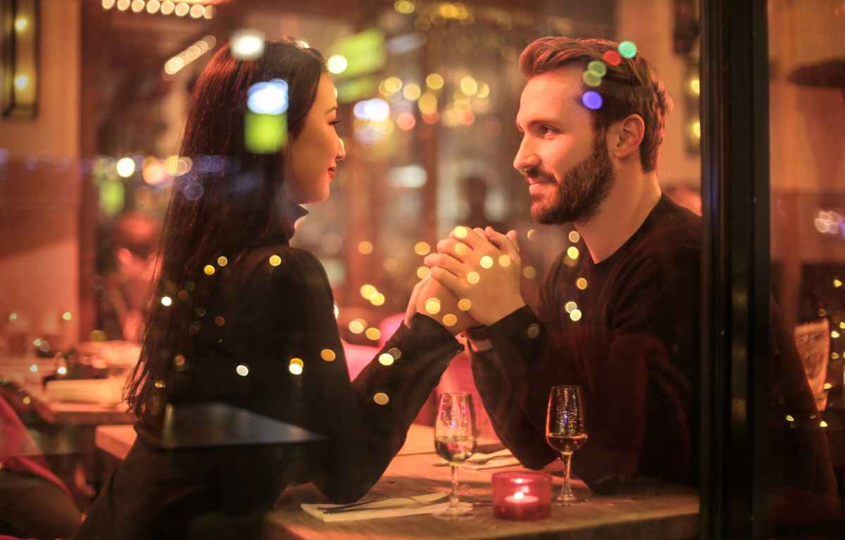 """Could #DatingApps do more to """"vet"""" their users? 